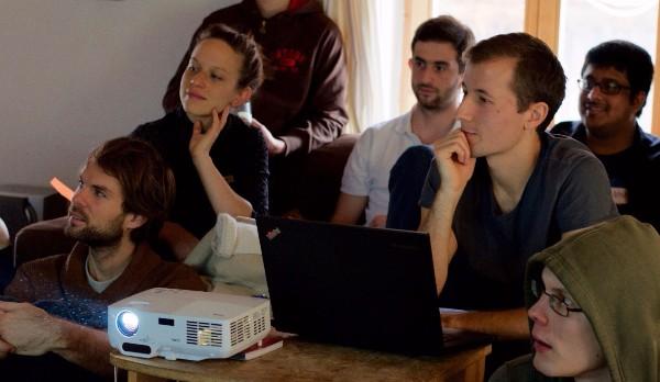 Simon (28) hatte die Idee für serlo.org und arbeitet im Orgateam an der langfristigen Entwicklung von Serlo Education.