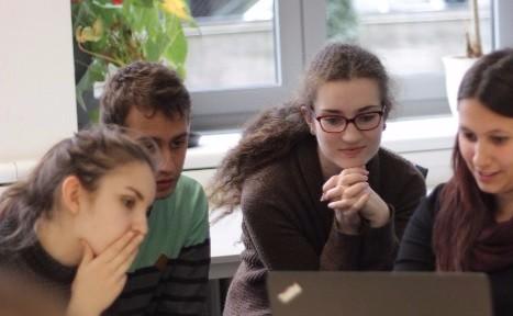 Toni (19) ist Lehramtsstudentin und erstellt im Rahmen der Serlo Academy neue Inhalte für den Fachbereich Mathematik.