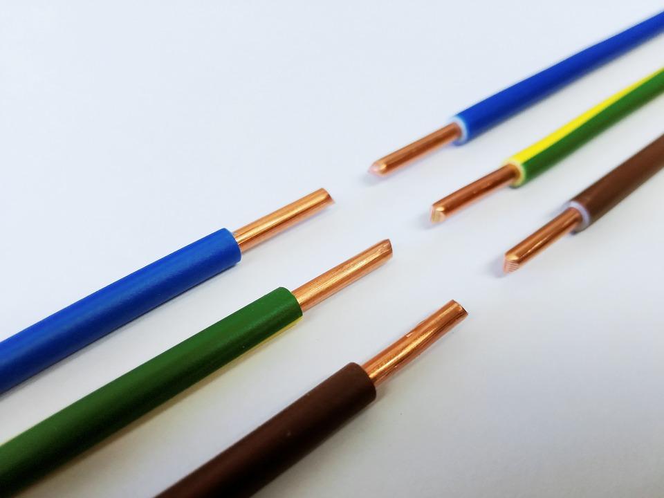 https://pixabay.com/de/photos/leitung-kabel-strom-spannung-1981651/