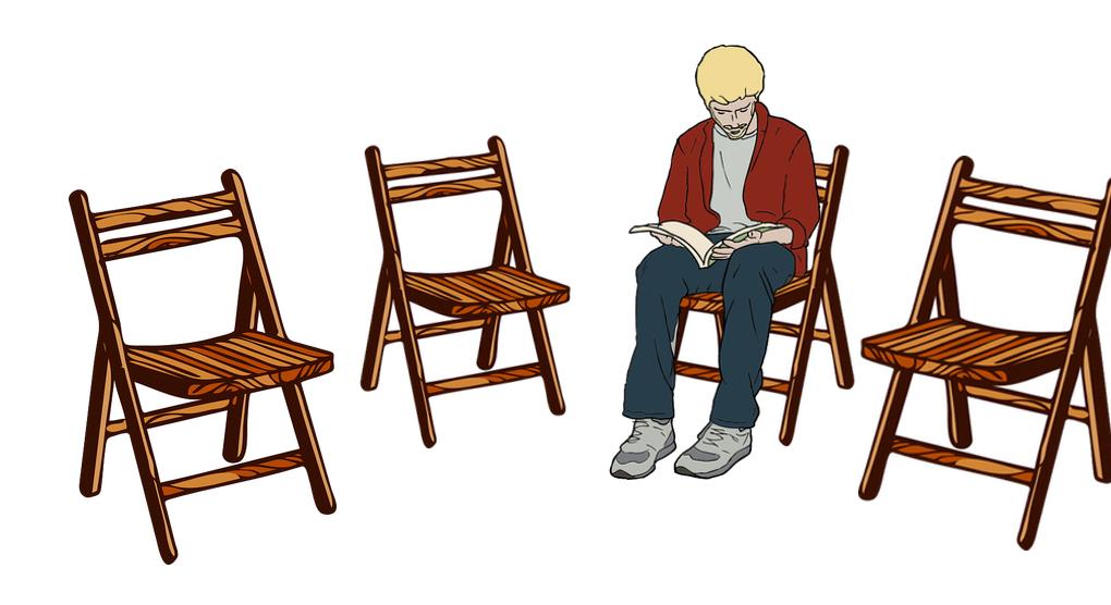 4 Stühle und ein Mann