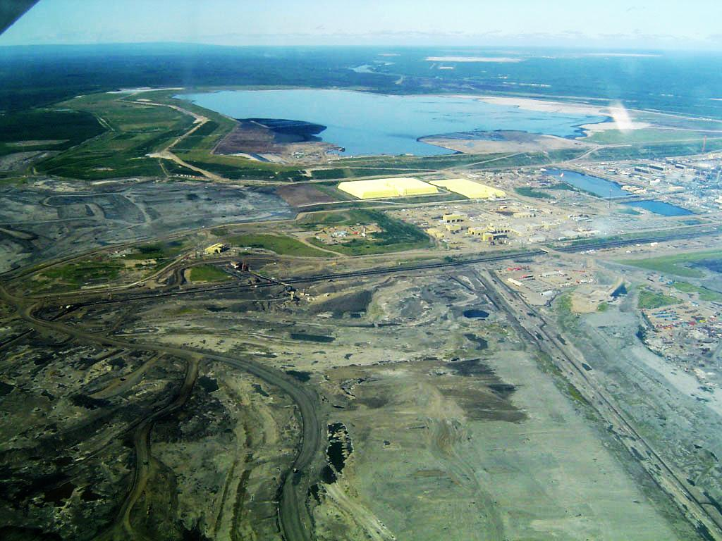 Extraction of oil sands