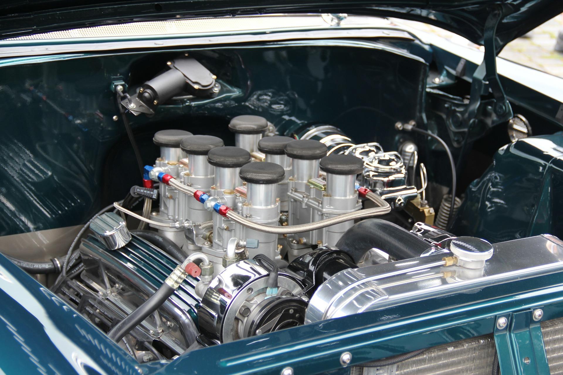 Motorraum eines Oldtimers